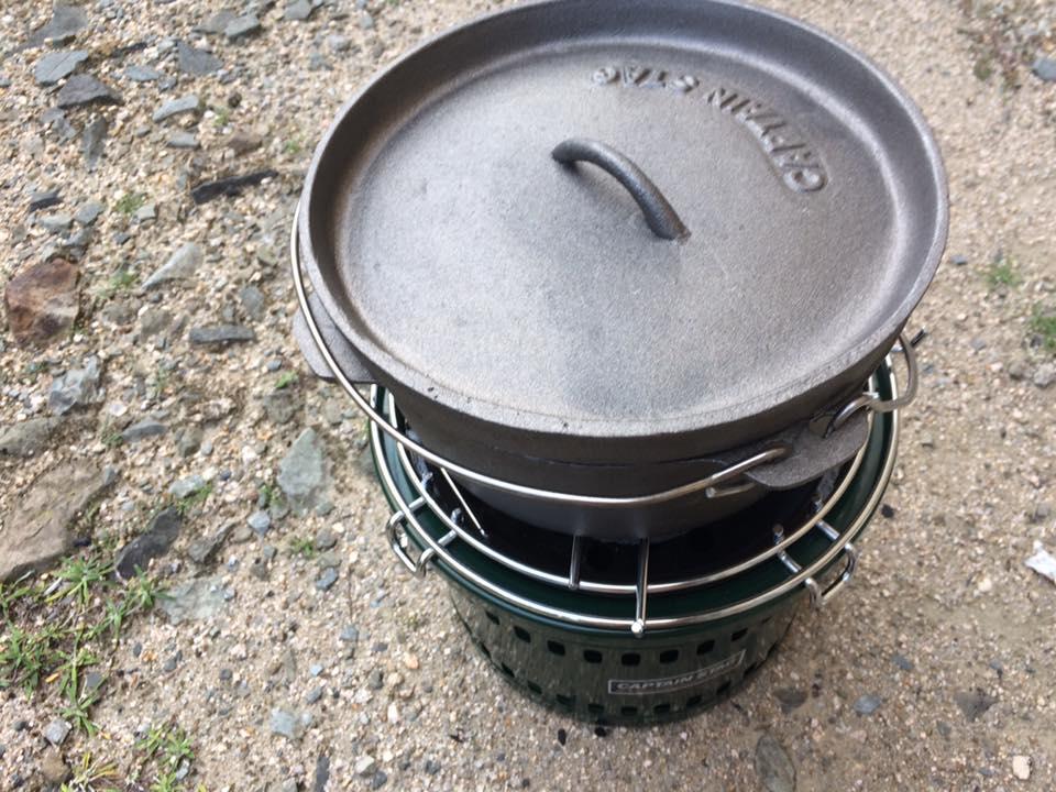 【角煮の準備】ダッチオーブンの蓋を閉じて煮込みます