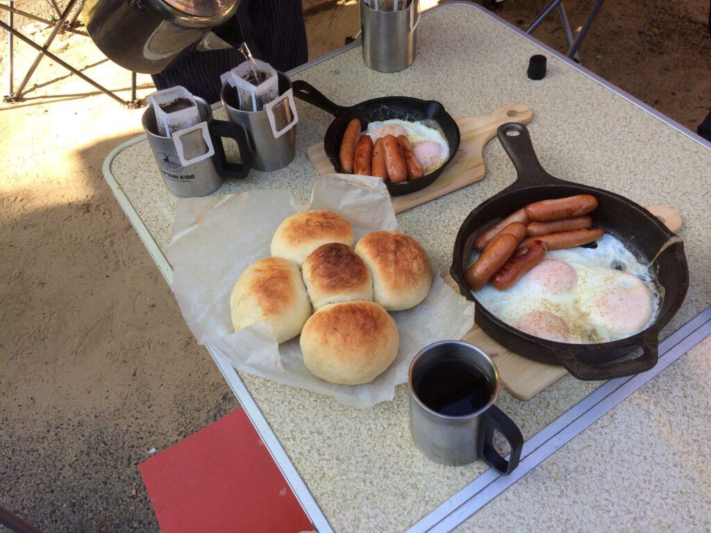 キャンプの朝食です