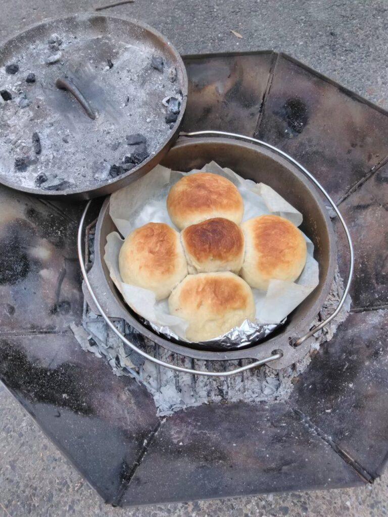 キャンプでもパンを焼いてみました
