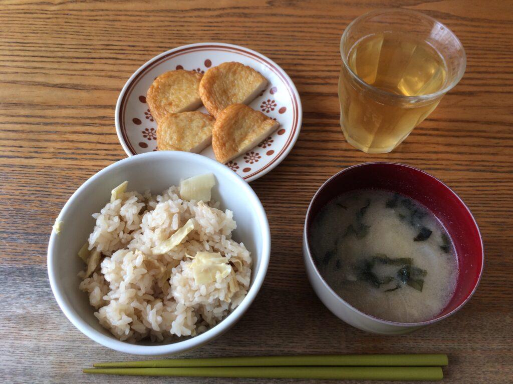 お昼にタケノコご飯を用意してくれてました