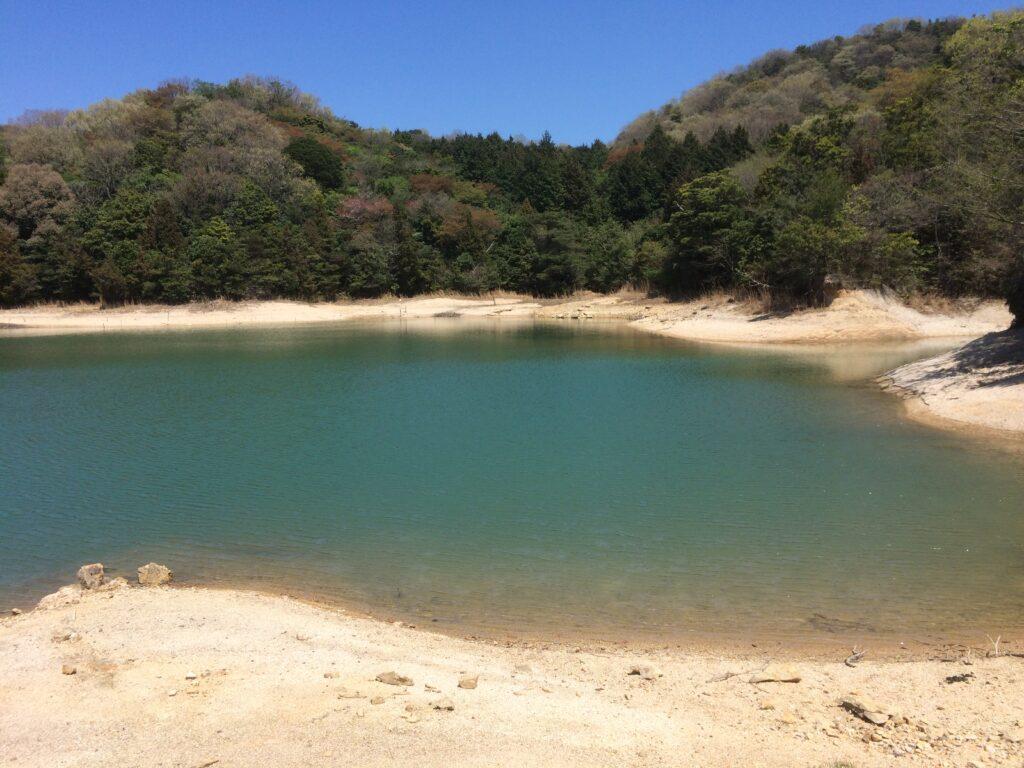 去年、調査で入った山の山頂にあったため池