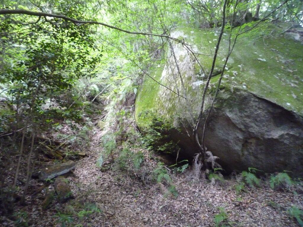白石山の大岩