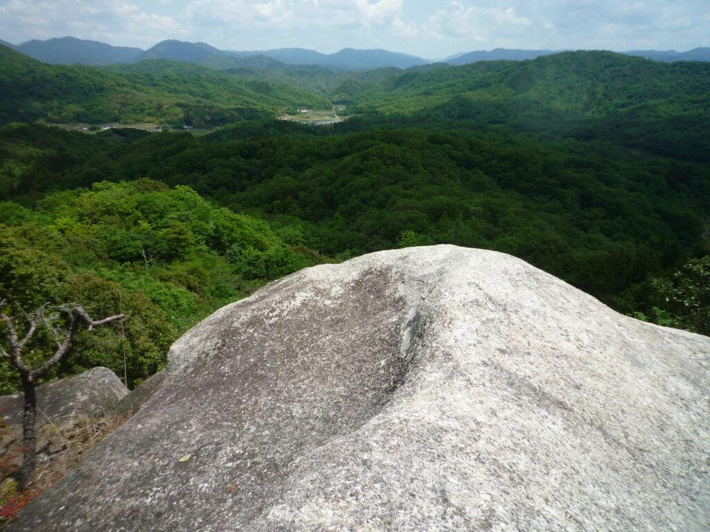 白石山の大岩からの風景