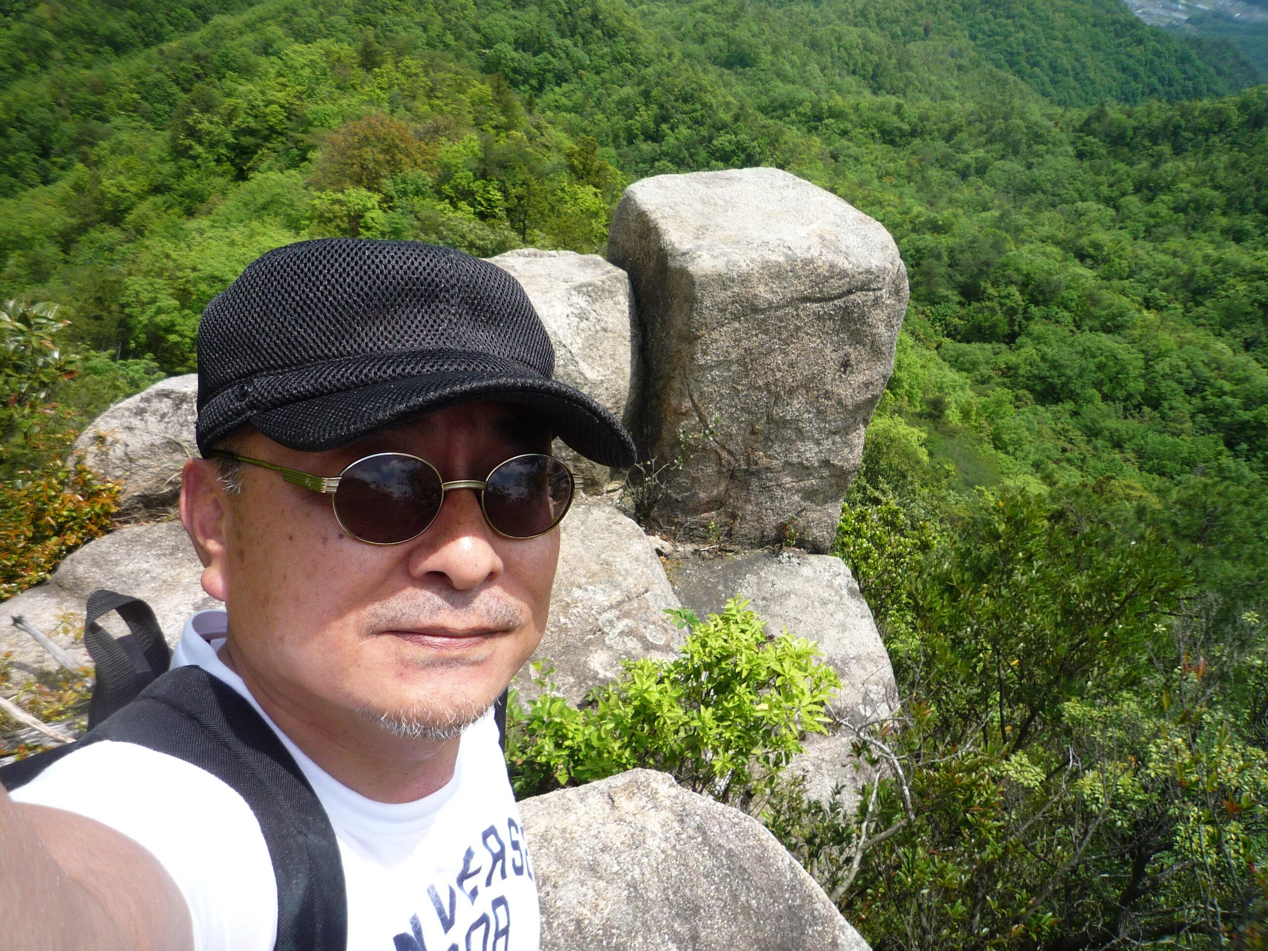 白石山頂上近くの岩場にて