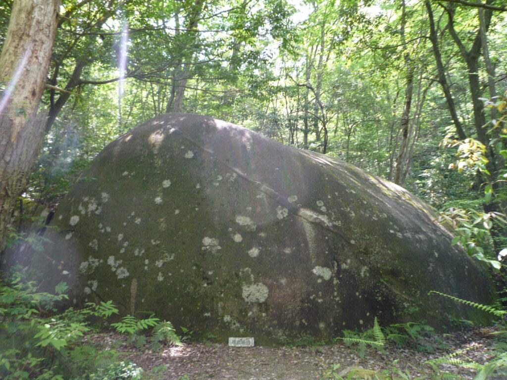 白石山 数珠掛岩