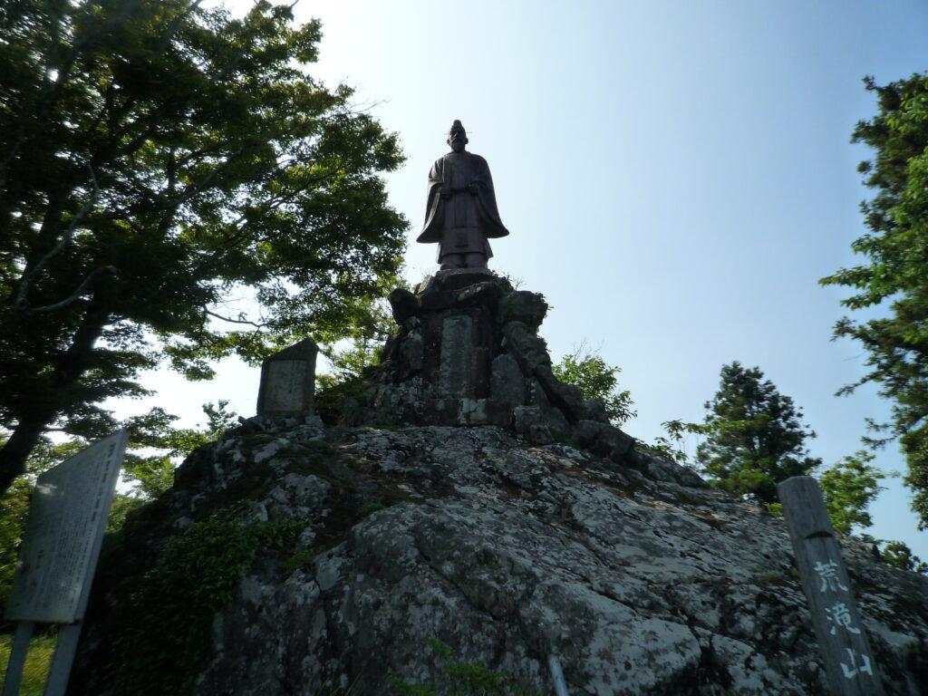 荒滝山 明治天皇像