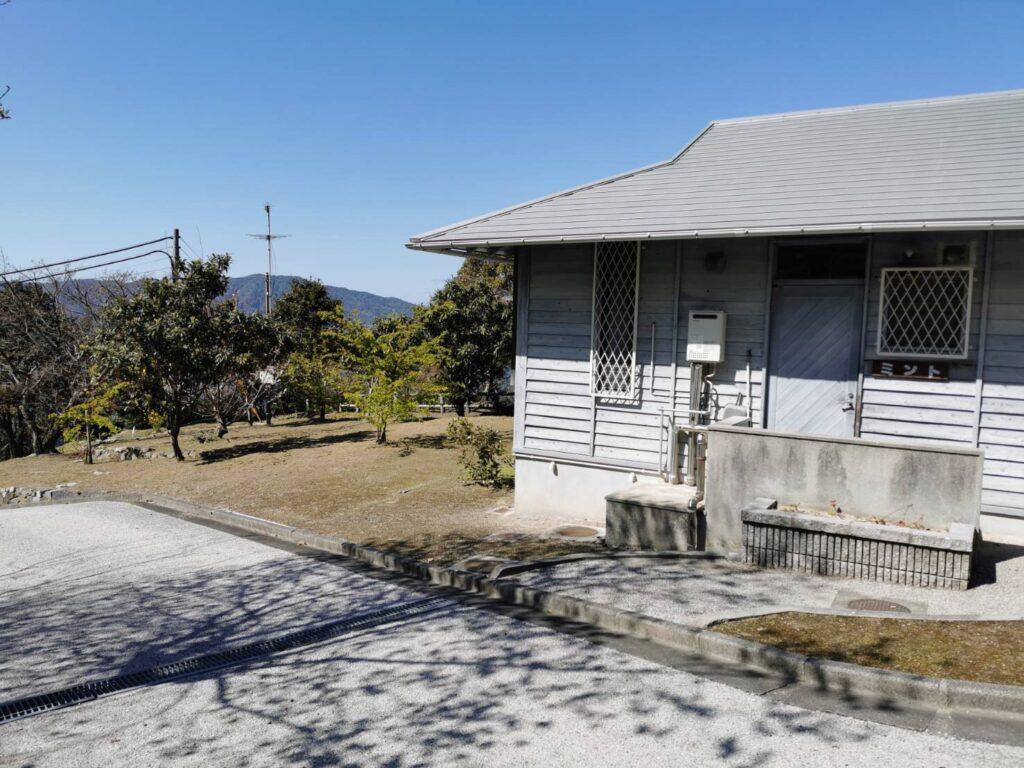 笠戸島家族旅行村のケビンの外観
