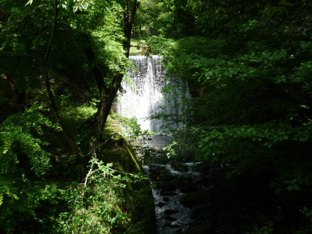 木戸公園内の砂防公園前の滝