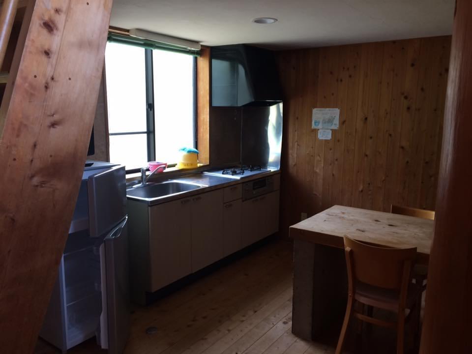 須佐エコロジーキャンプ場 6人宿泊用コテージのキッチン