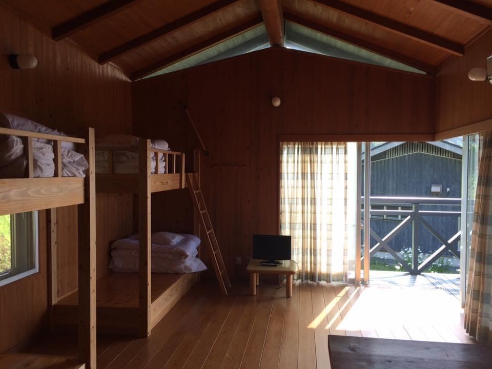 須佐エコロジーキャンプ場 4人宿泊用コテージの内装