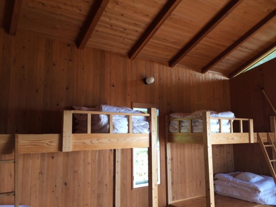 須佐エコロジーキャンプ場 4人宿泊用コテージの2段ベッド