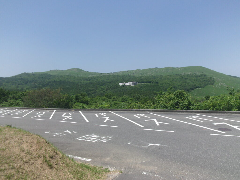 麓から眺める龍護峰