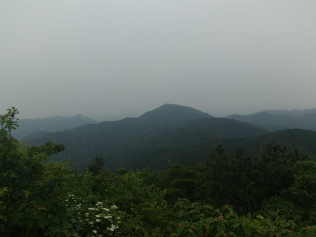 東鳳翩山山頂から西鳳翩山