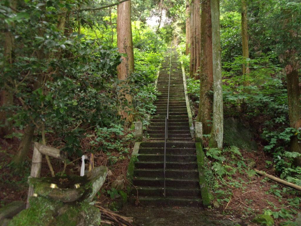 文珠堂横の階段から入山