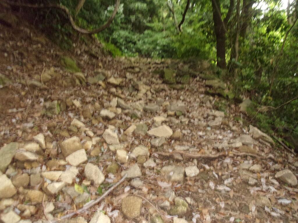 文珠山への道 がれ