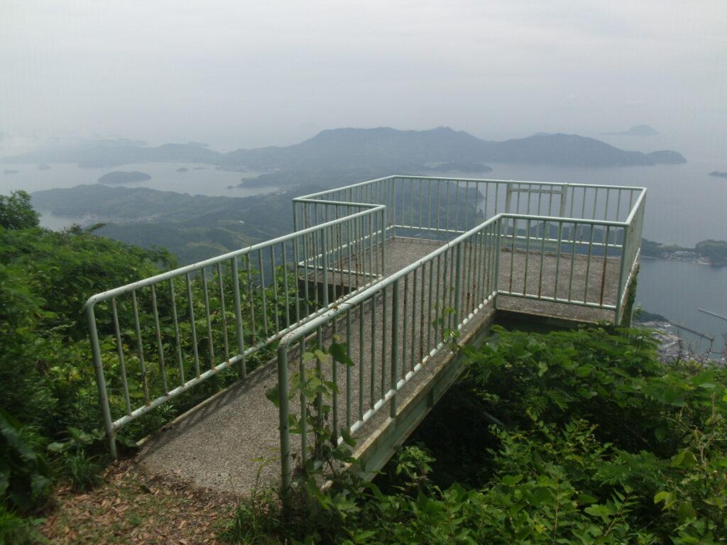 嵩山山頂近くの展望テラス