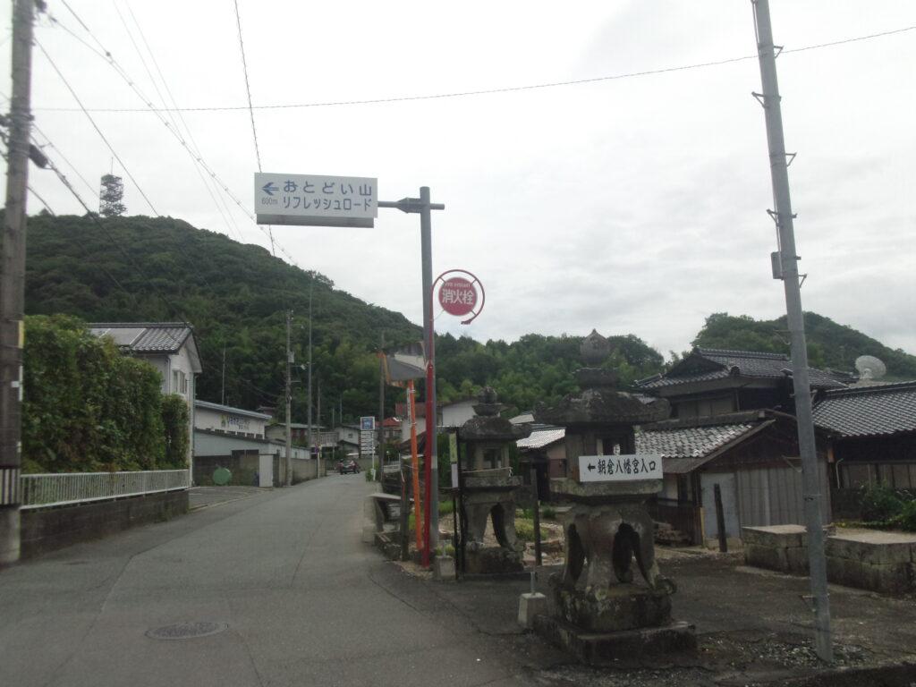 朝倉八幡宮様への曲がり角