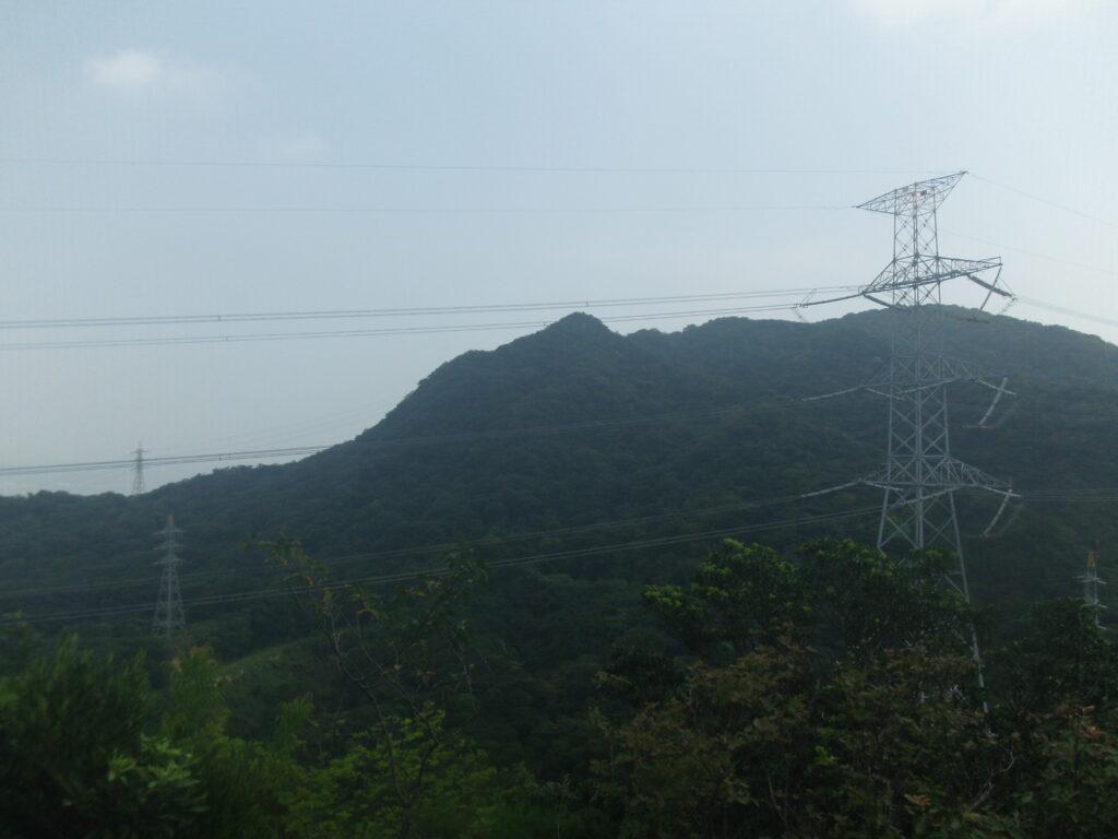 ひとやすみ展望台から四王司山を眺める