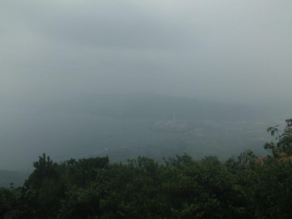 琴石山山頂から中国電力柳井発電所方向