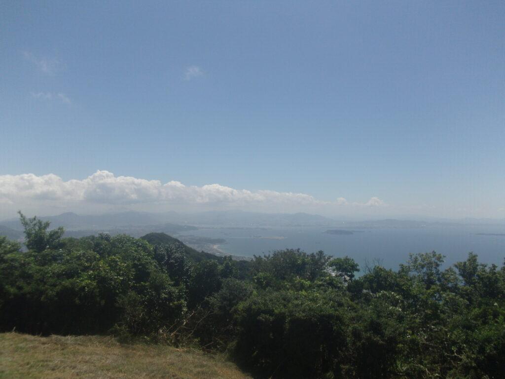 竜王山から遠く九州を見渡す