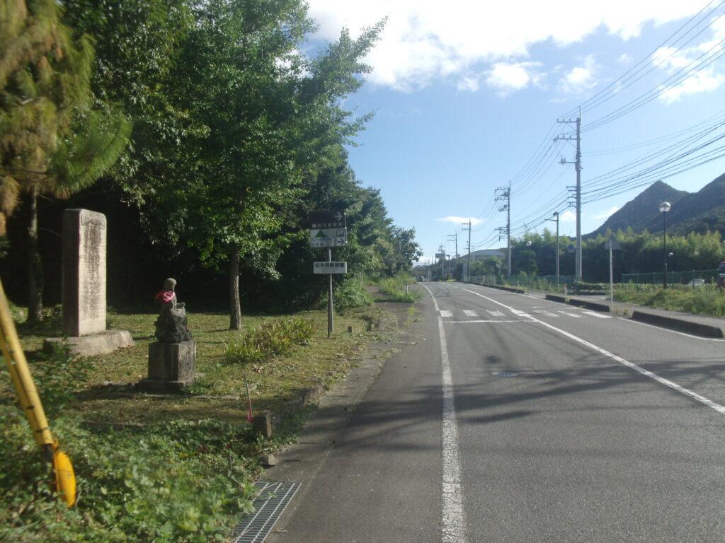 陶ヶ岳登山口駐車場への曲道