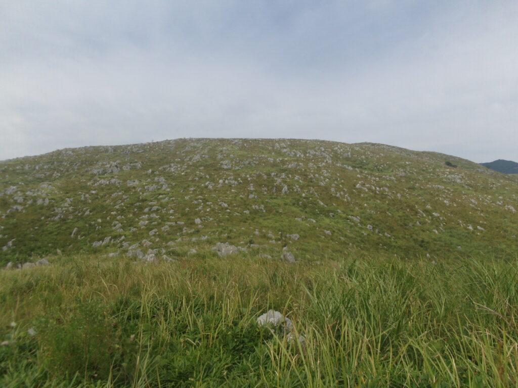 手前の丘から見る地獄台