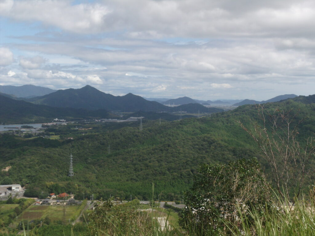 陶ヶ岳登山道 中腹の広場からの景観