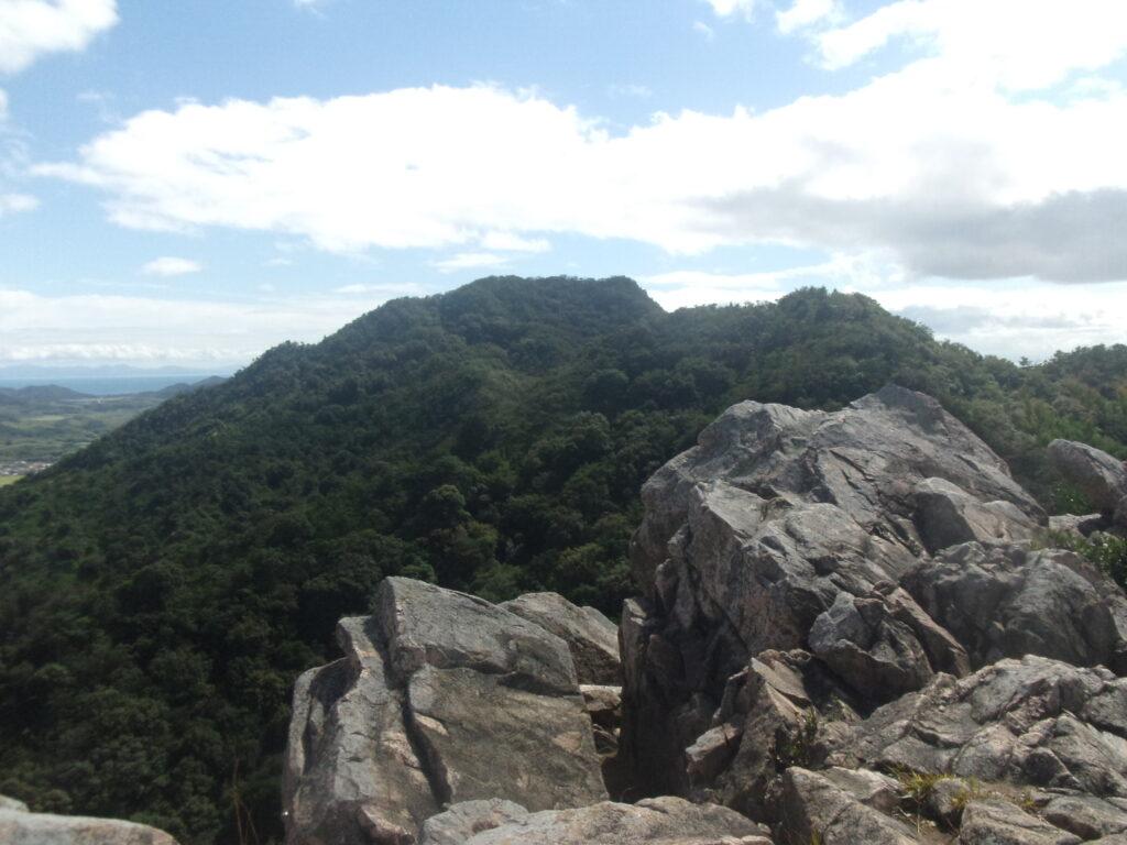 陶ヶ岳から火の山方向を見る