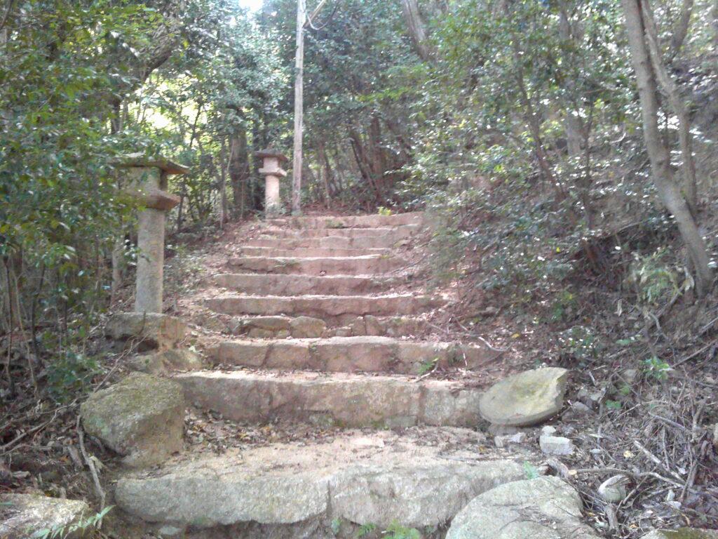 三十三観音摩崖仏への石段