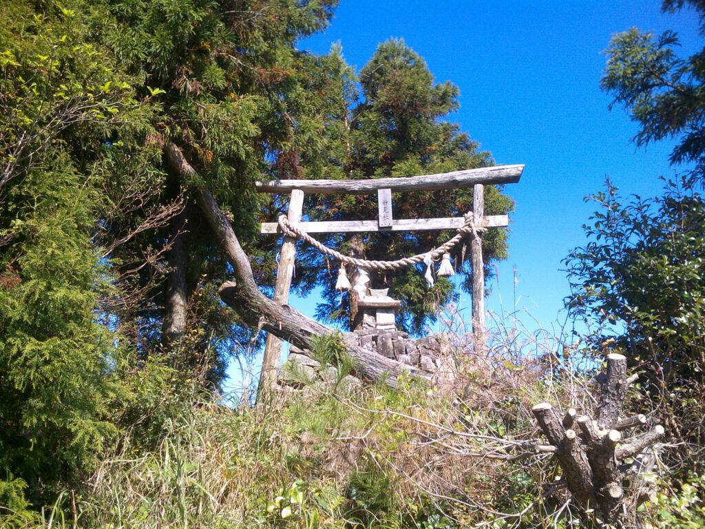 桂木山山頂の鳥居