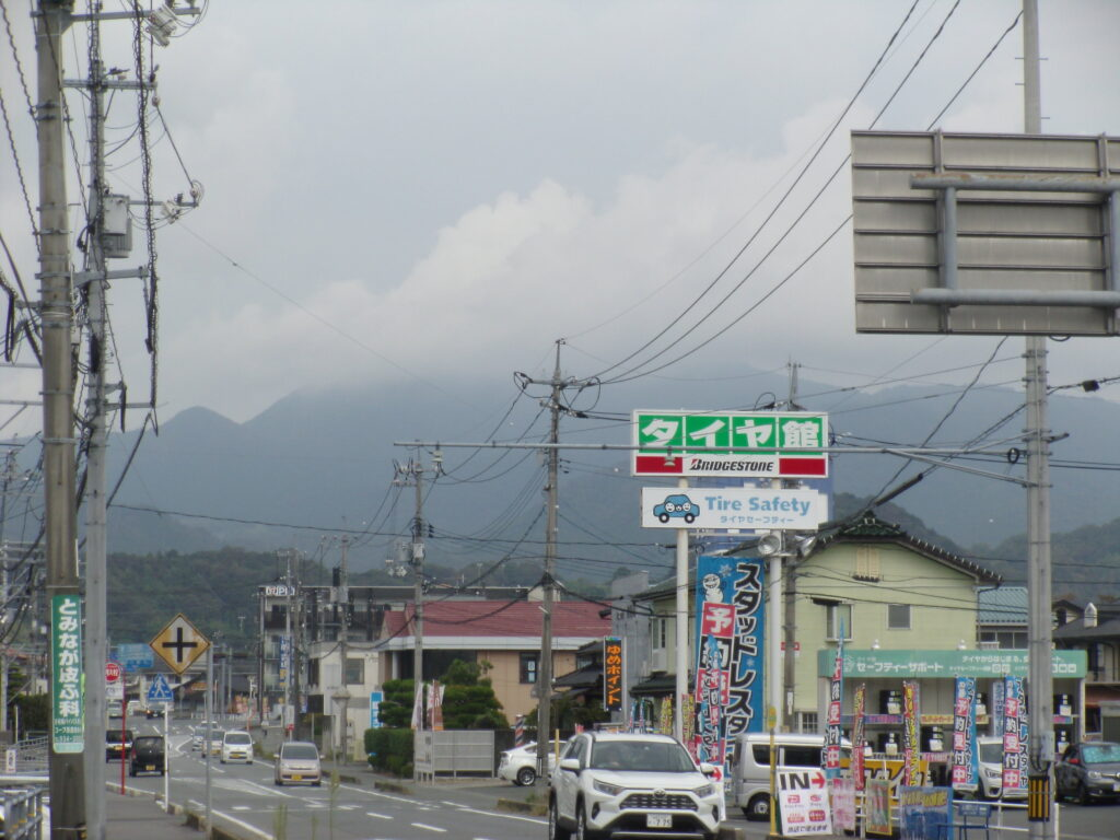 吉敷の交差点から見る西鳳翩山