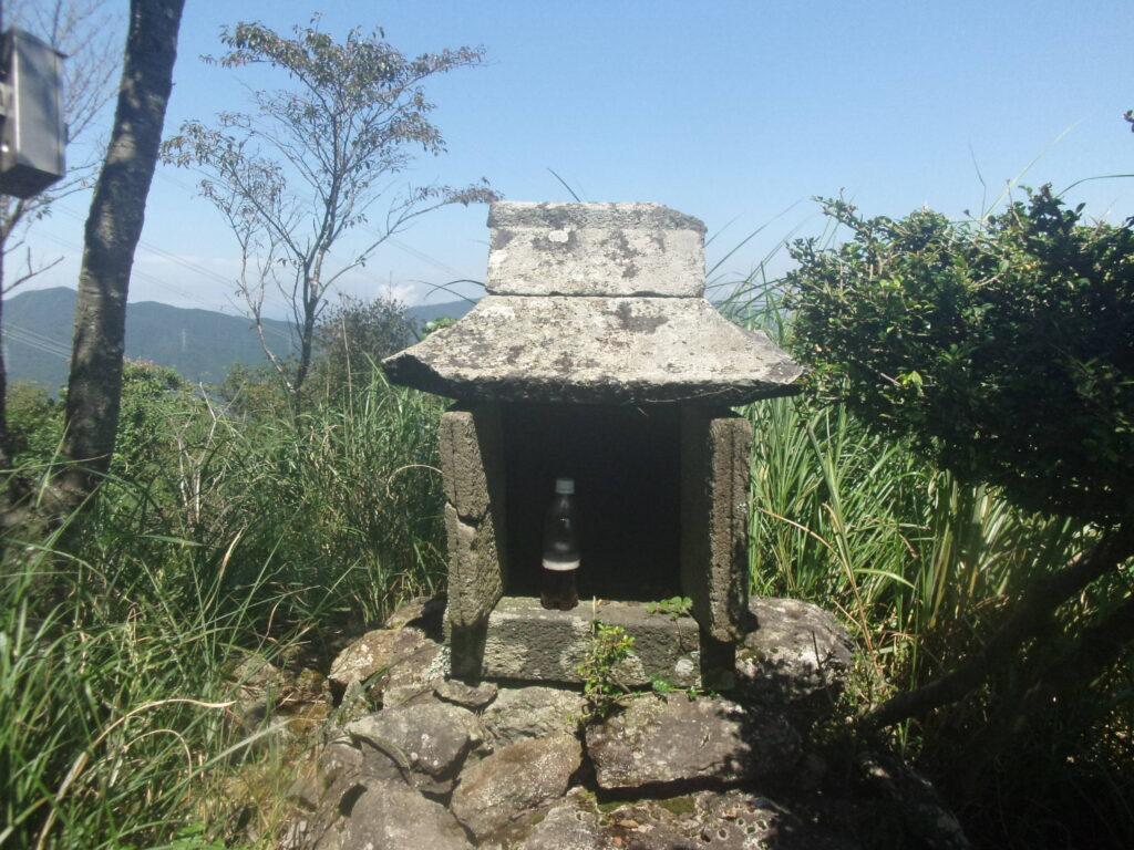 如意岳山頂の祠