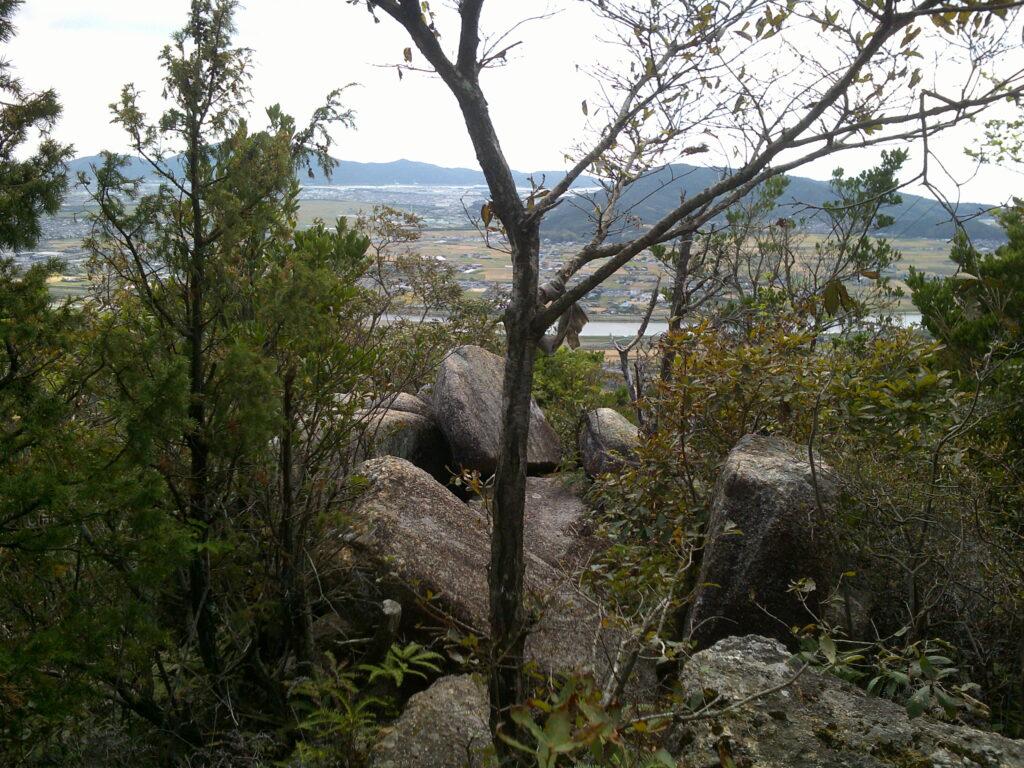 奥の岩に景色あり