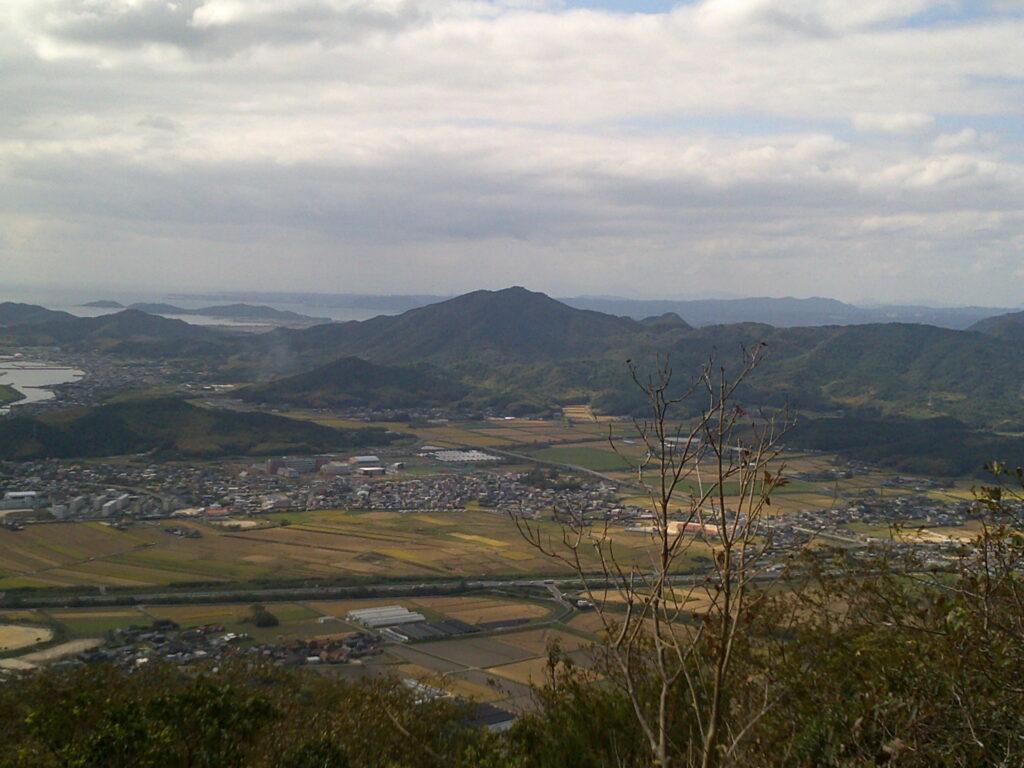 目の前に亀尾山