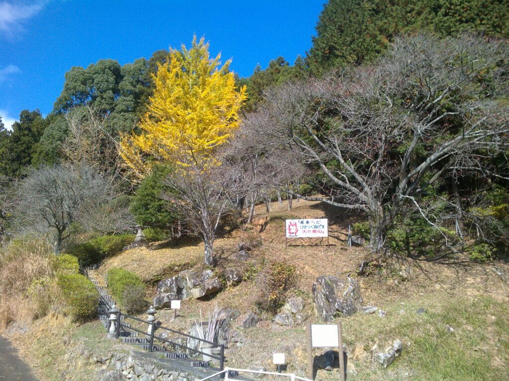 石屋形羅漢山登山口