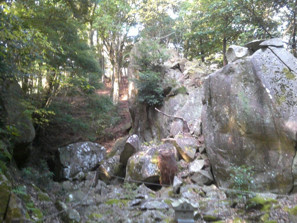 石屋形羅漢山摩崖仏
