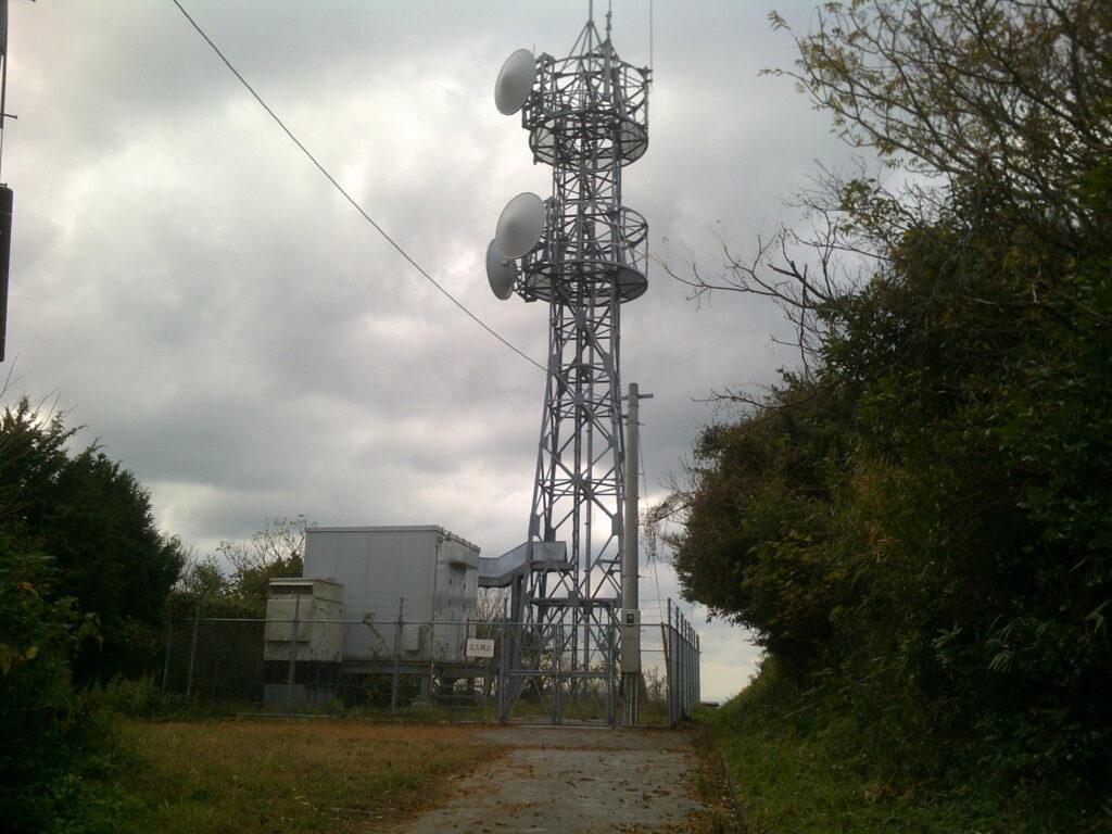 雨乞岳の電波塔