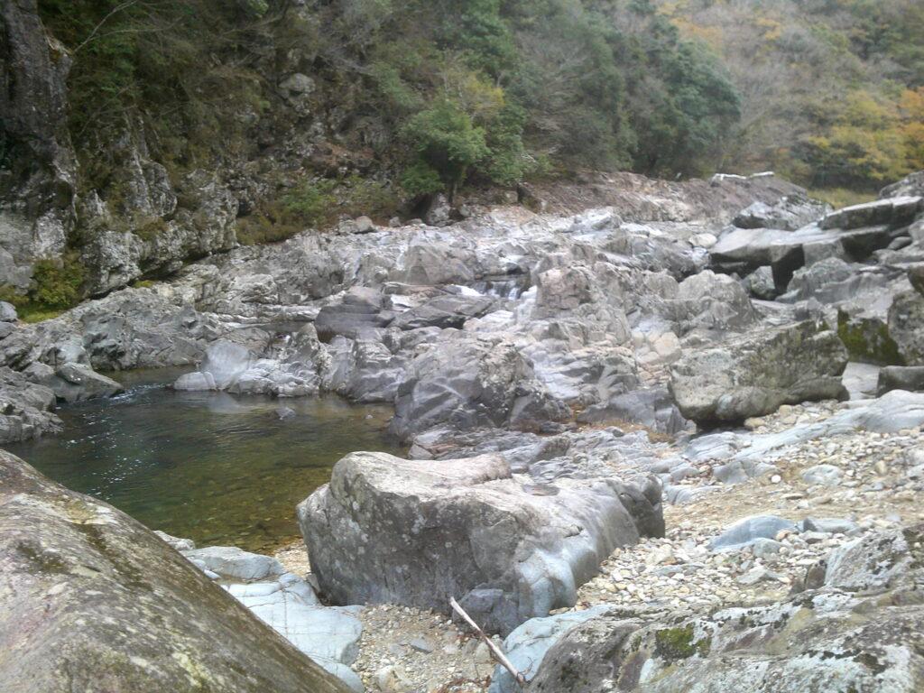 川辺から上流
