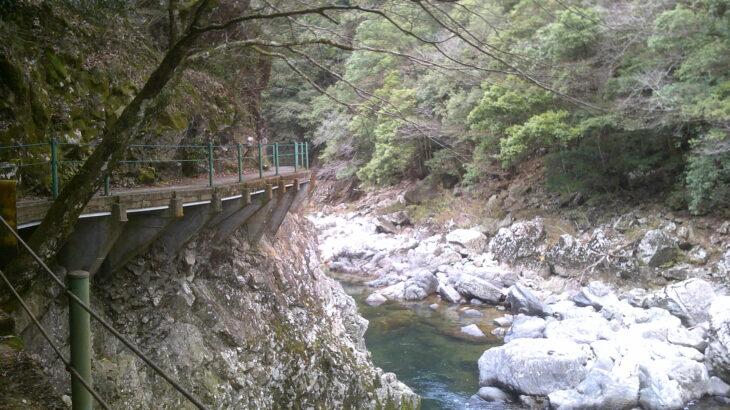 季節外れの長門峡を女房とお散歩