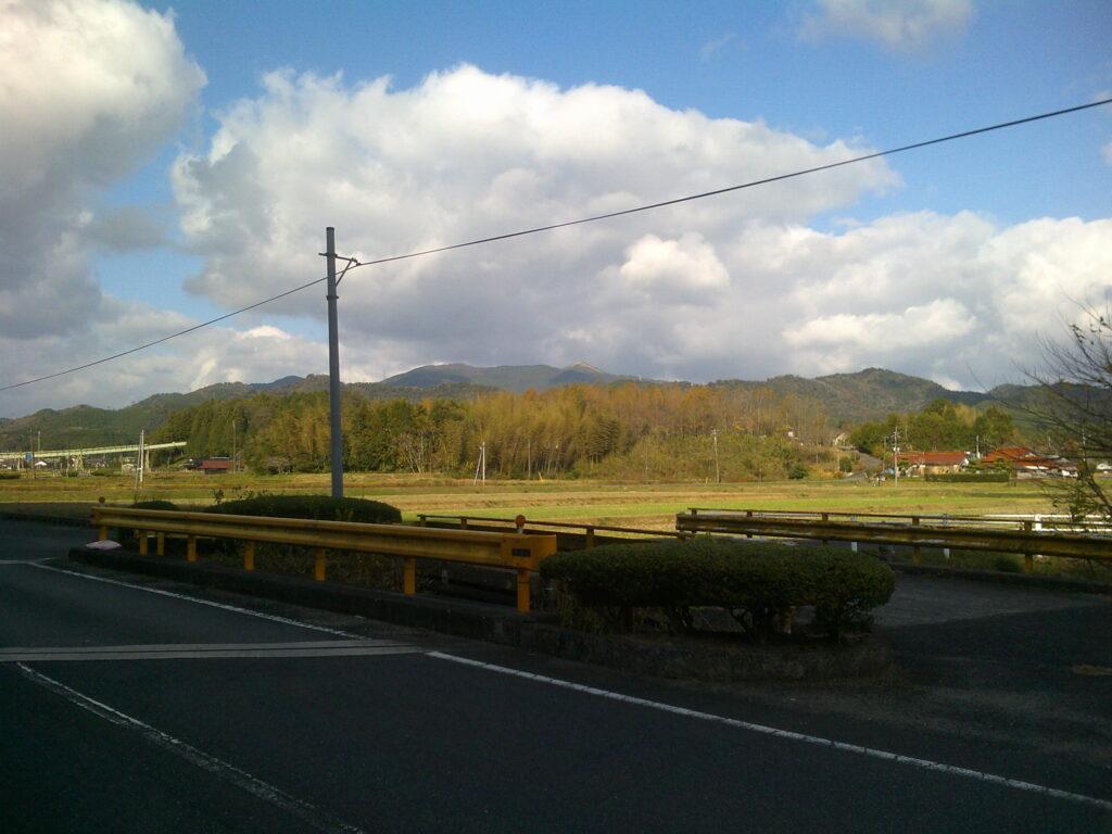 別府弁天池近くから見る花尾山