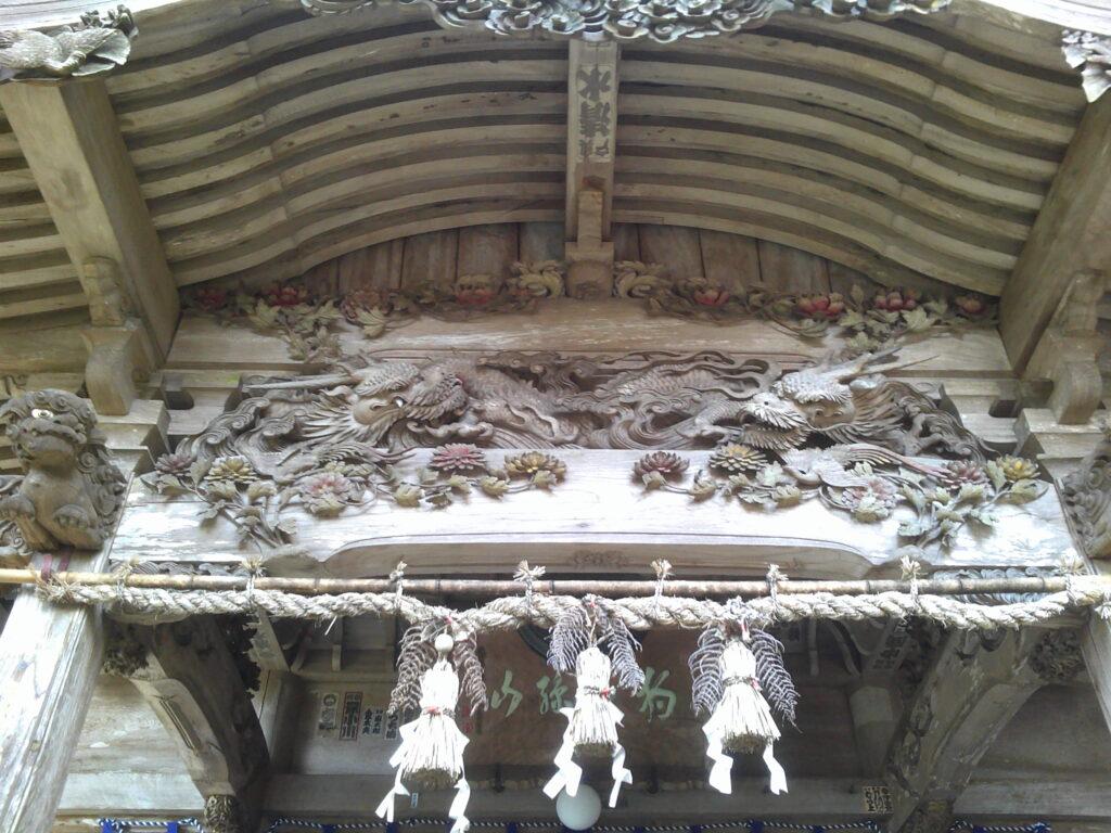 本堂の素晴らしい彫刻