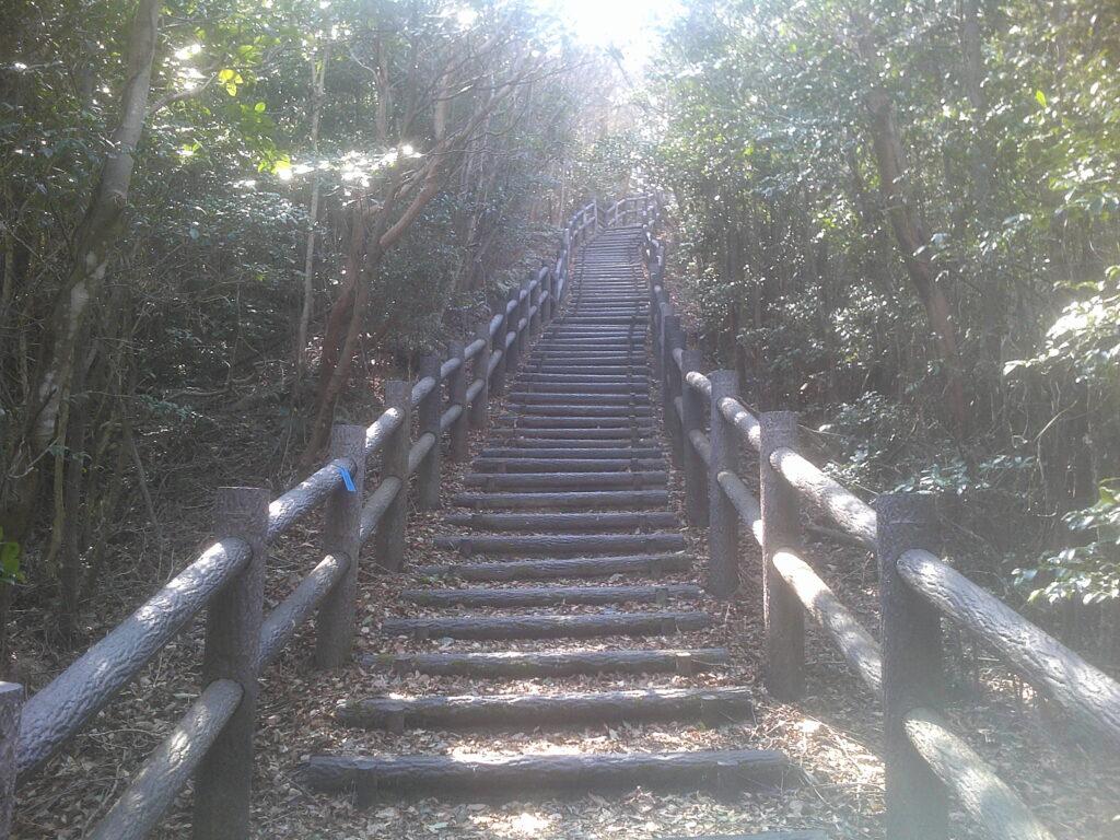 串山遊歩道の取りつき