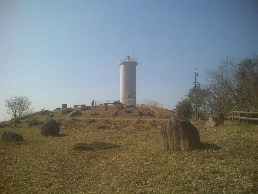 丘の上の灯台