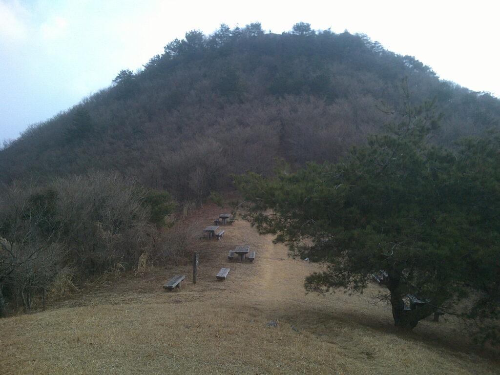 東鳳翩山山頂手前の休憩所
