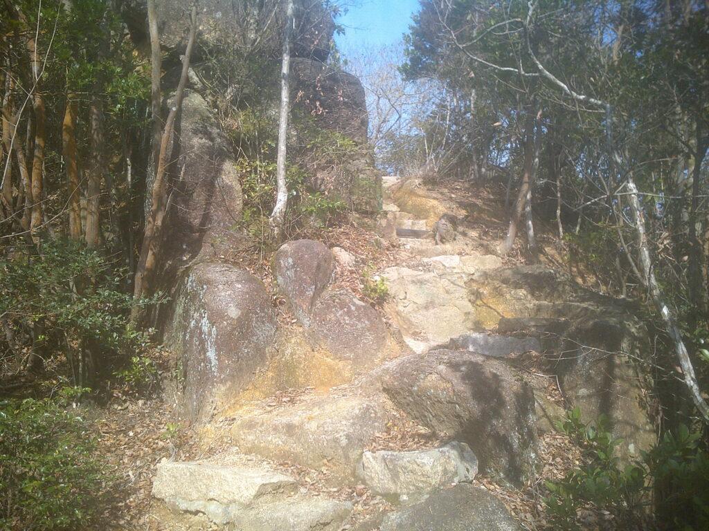 大岩を越えて