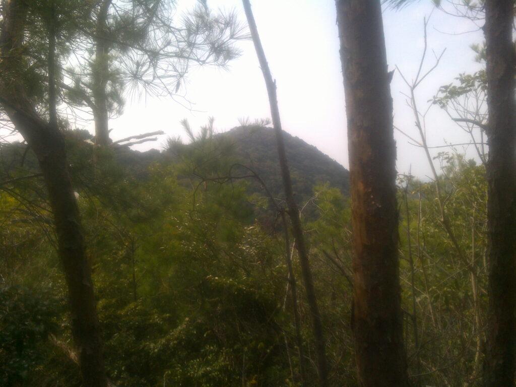 日和山跡から見る峨眉山