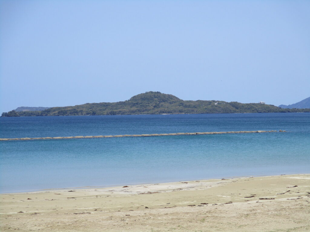 菊ヶ浜から見る笠山2