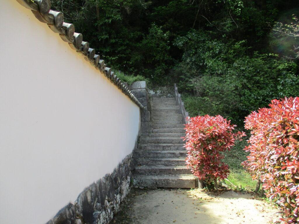 吉川家墓所横の階段