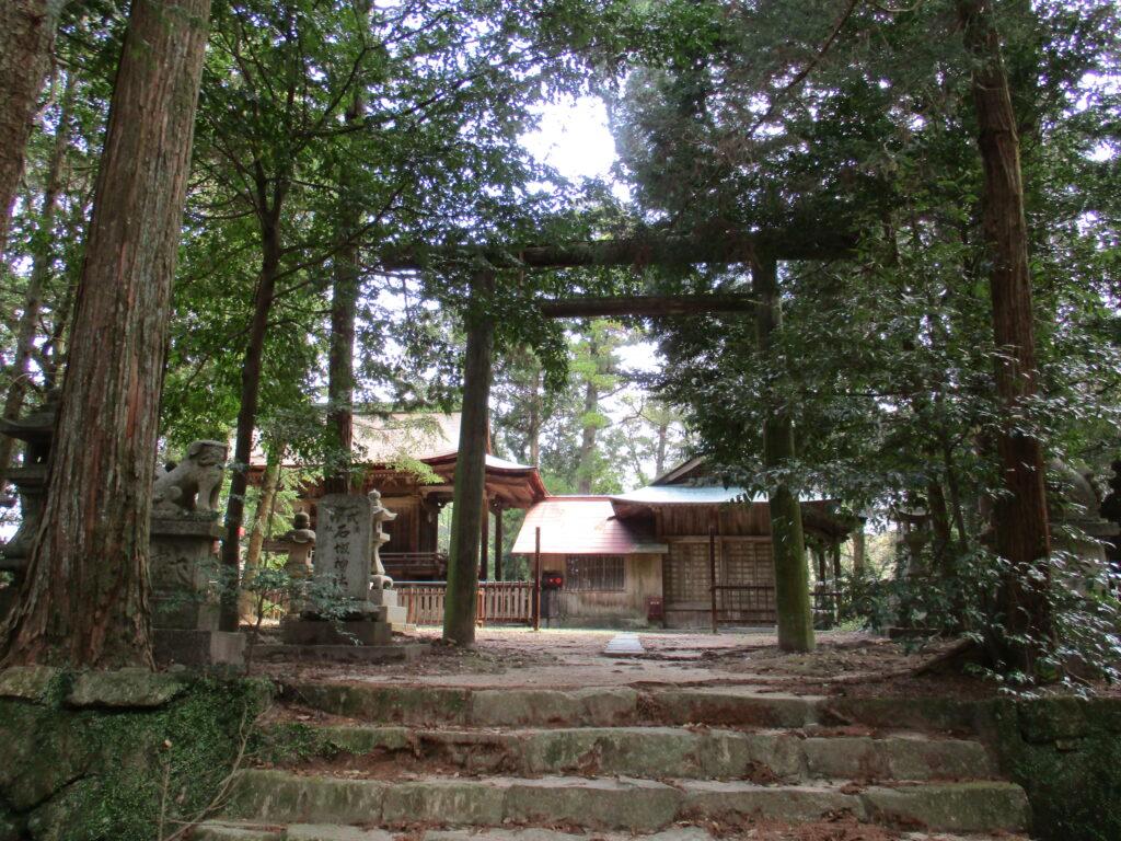 石城神社を鳥居方向から