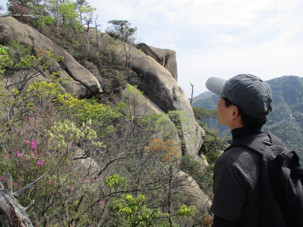 あの岩も登れるんすかねえ